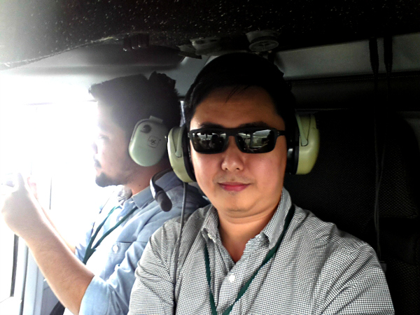 jefferylam-inside-helicopter-selfie