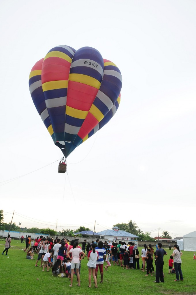 5_Hot air balloon rides at Kundang Estates Country Fest
